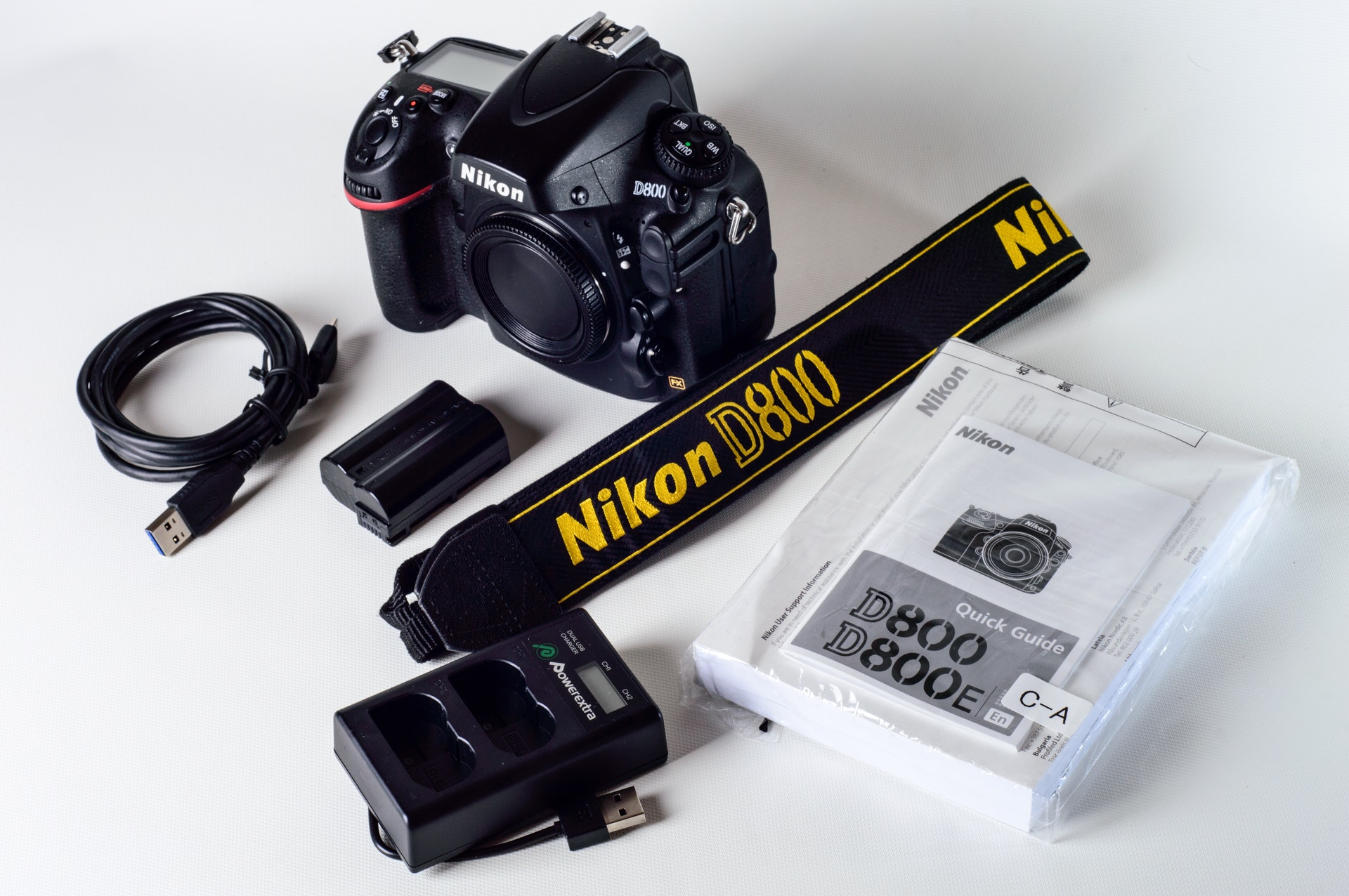 nikon-d800-with-lanyard-and-battery-charger-776907